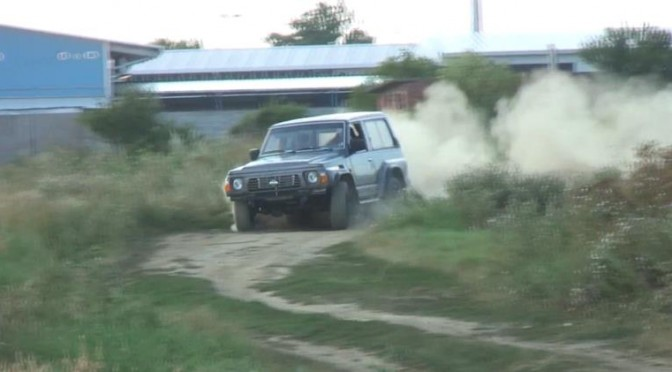 Nissan Patrol with modified R33 Skyline engine! 日産パトロールにR33の改造エンジンを載せる遊び